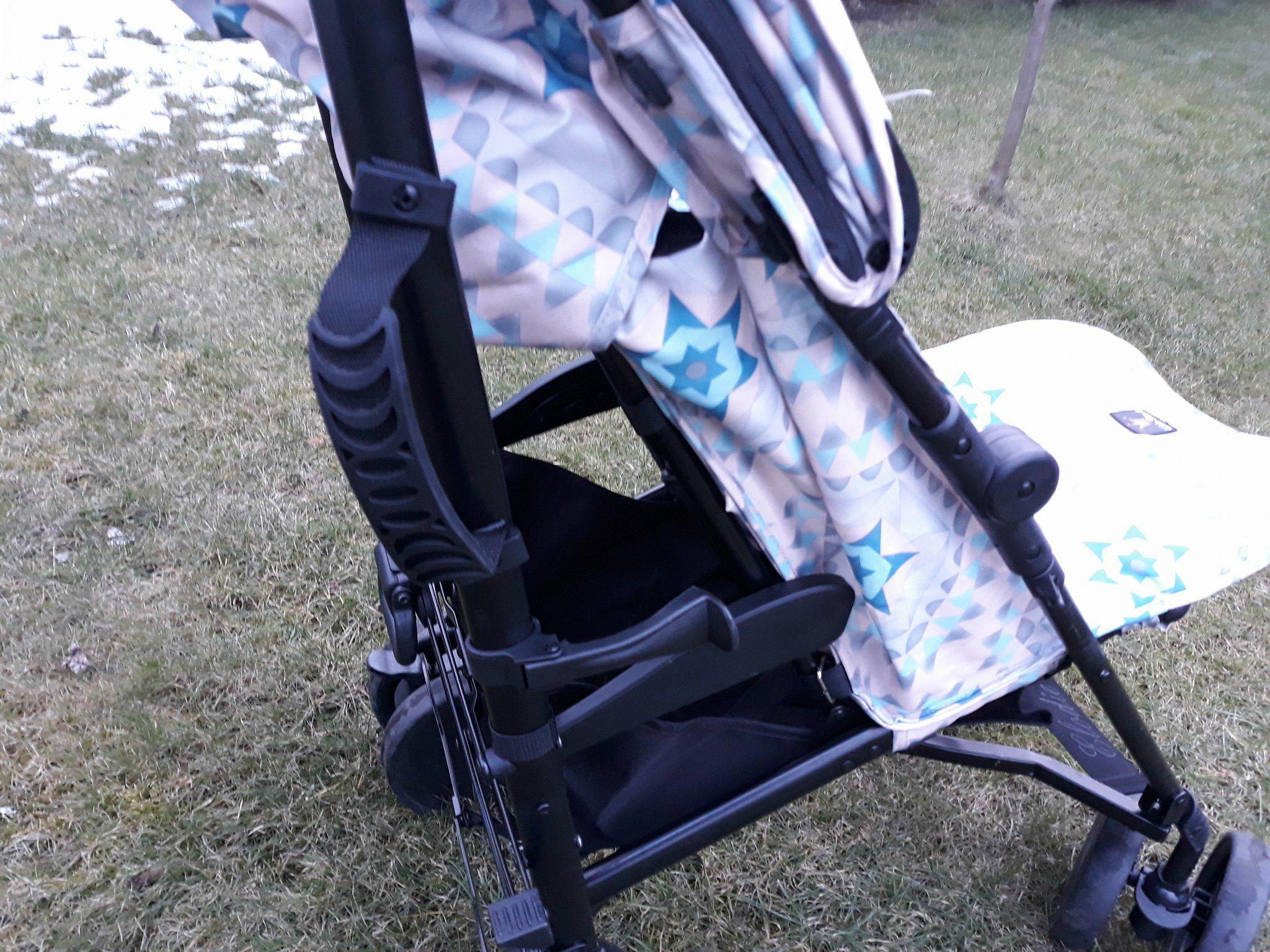 Wózek Elodie Details zuchwytem doprzenoszenia, idealny dosamolotu.