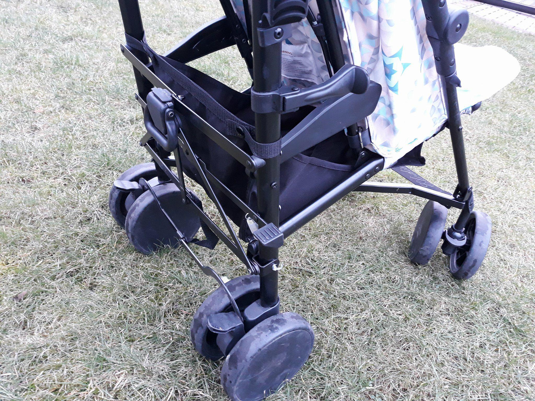 Elodie Details wózek spacerowy zdużym koszem.