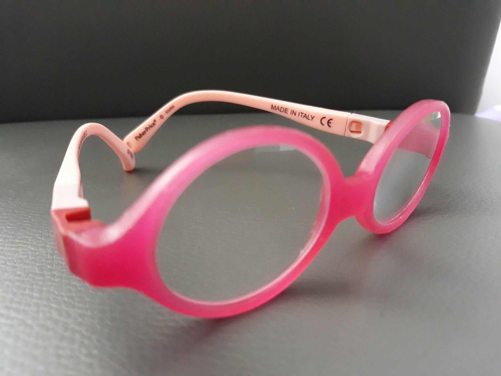 Okulary dla niemowlaka zwymiennymi zausznikami odfirmy Fisher Price.