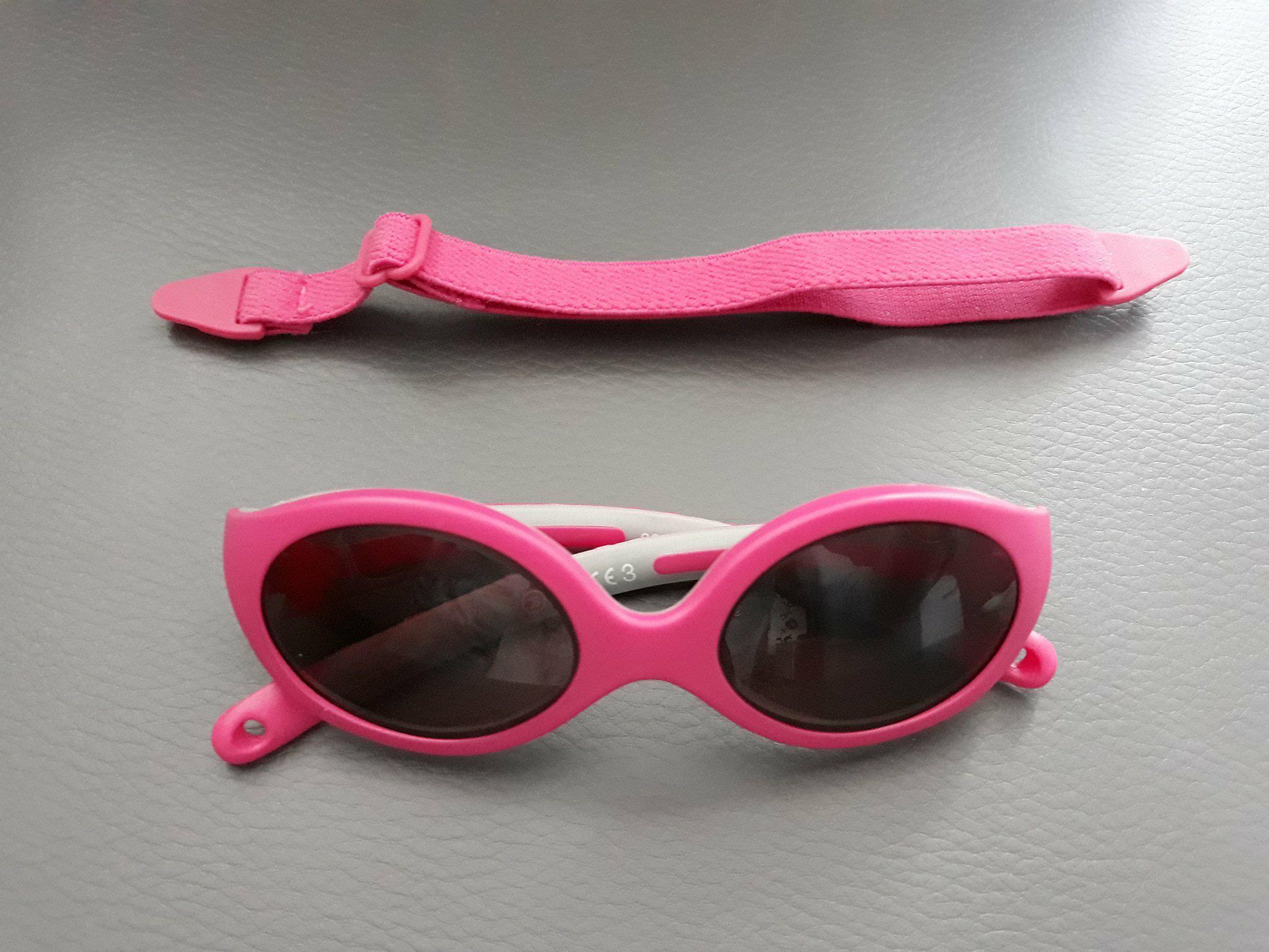 Okulary niemowlęce zprzyciemnianymi szkłami, odfirmy B&S wkolorze różowym.