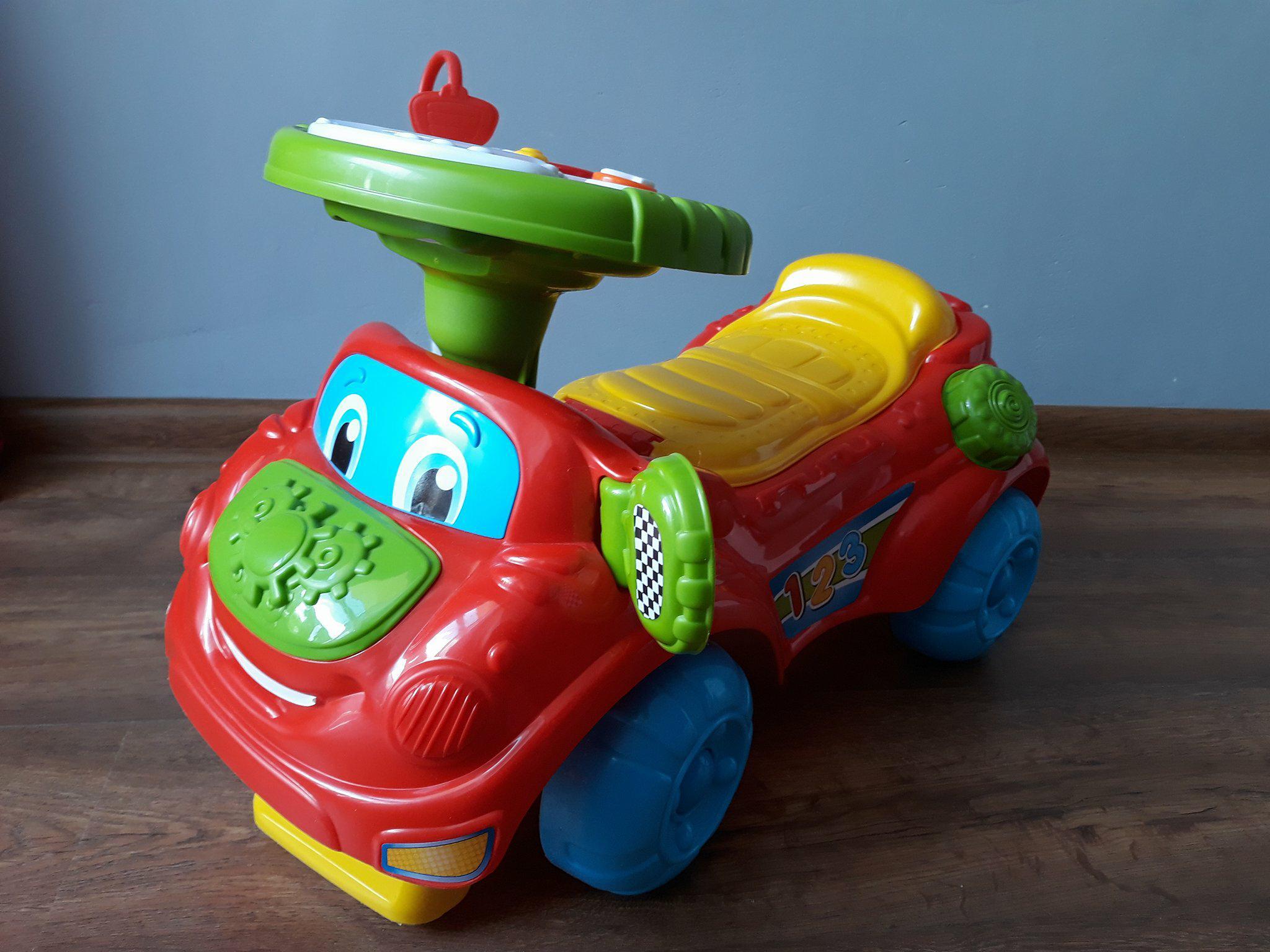 Autko, jeździk dla dzieci. Prezent naroczek.