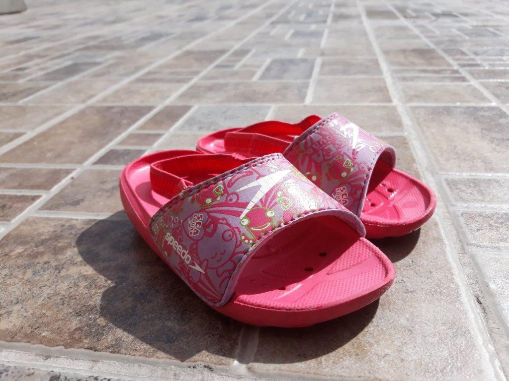 Buty dowody dla dzieci, klapki naplażę inabasen Speedo.