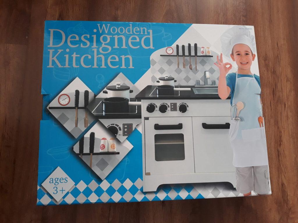 Drewniania kuchnia dla dzieci, zabawka.