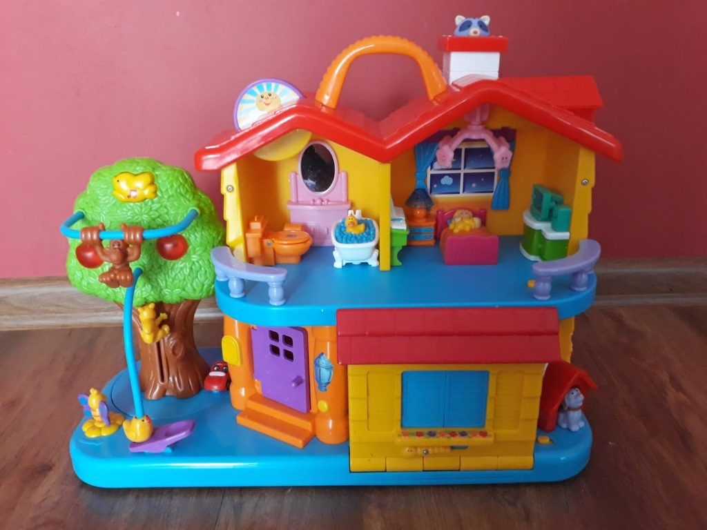 Interaktywny Domek Dumpel, zabawka dla dwulatka.