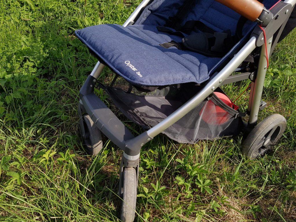 Wózek Oyster Zero zregulowanym podnóżkiem.