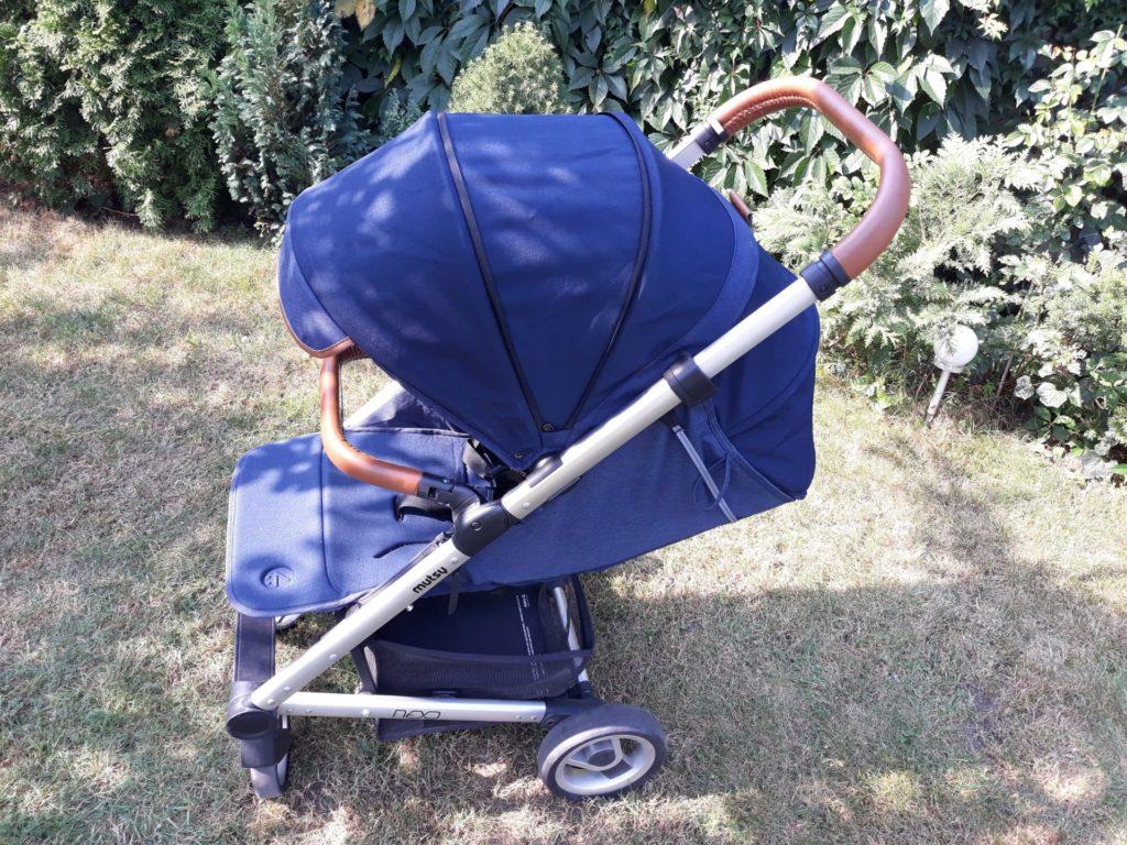 Wózek Mutsy Nexo posiada obszerną budę.