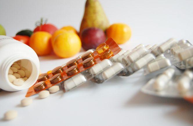 Jak wspierać odporność? Owoce, witaminy, suplementy.