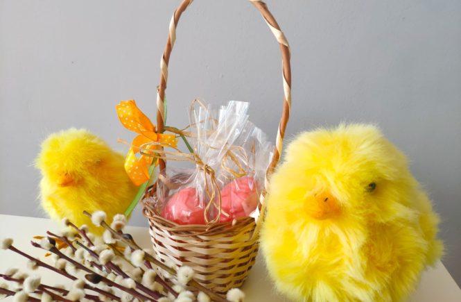 Wielkanocne dekoracje i upominki, mydełka.