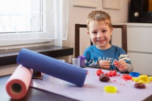 Podkłady jednorazowe do malowania i zabaw sensorycznych.